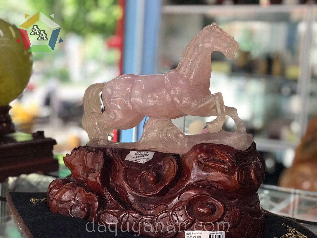 Ngựa Thạch anh hồng