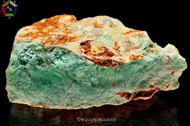 Một khối đá Chrysoprase thô