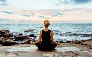 Tập Yoga dùng đá quý gì tăng hiệu quả